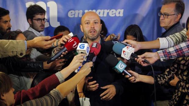 Luís Villares, ayer durante el análisis de los resultados que hizo a los medios de comunicación