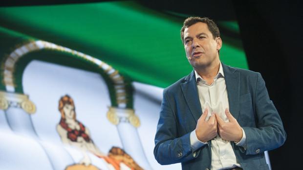 Juanma Moreno durante un acto de precampaña del PP en Málaga