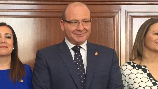 Javier Márquez, presidente del consejo de alcaldes del PP nacional, cree que Sánchez es un filón para la derecha