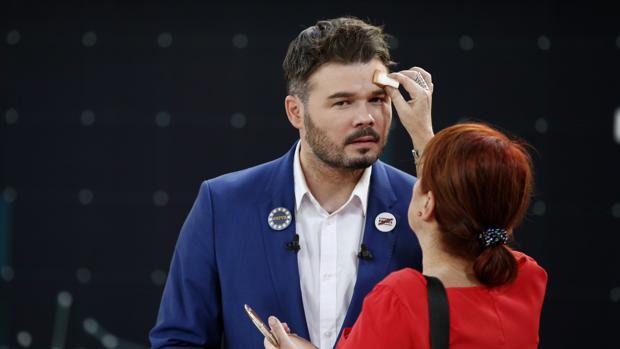 Gabriel Rufián, poco antes del comienzo del debate electoral de anoche en TVE