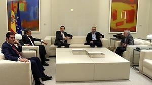 Rajoy suma el apoyo de los agentes sociales a la defensa de la unidad y la ley