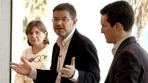 Pablo Casado: «Nada es más viejo que hacer electoralismo con la Constitución»