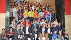 Gutiérrez anima a escuchar a los niños en el pleno infantil celebrado en la Diputación