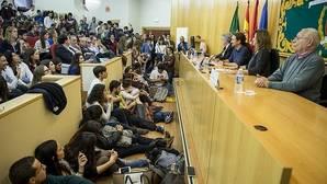 Pablo Iglesias vuelve a las aulas