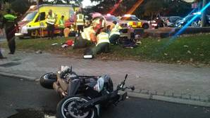 Dos jóvenes heridos tras chocar una moto y un coche en el paseo de la Castellana