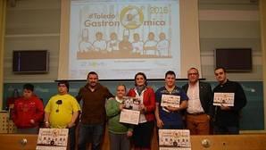 Down Toledo venderá 3.500 calendarios solidarios donde los niños posan con cocineros y restauradores