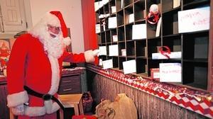Papá Noel abre a los niños su casa en Madrid