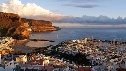 Panorámica del puerto de Mogán, «la Venecia de Canarias»