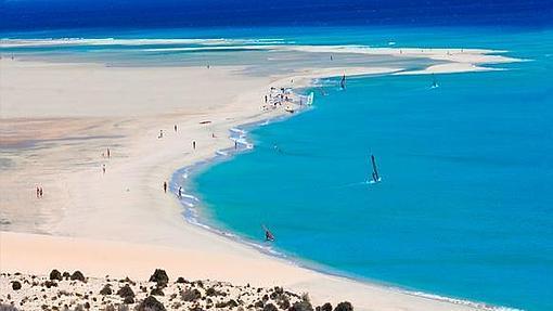 Una impresionante vista de la playa de Sotavento, al sur de Fuerteventura