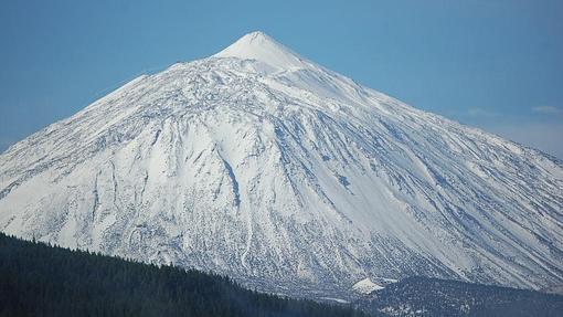 Panorámica del Teide nevado