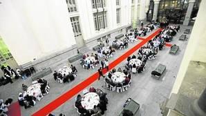 Así fue la cena de Nochebuena para 200 «sin techo» de Mensajeros de la Paz