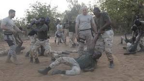 Efectivos del mando de operaciones especiales entrenando al Ejército de Mali
