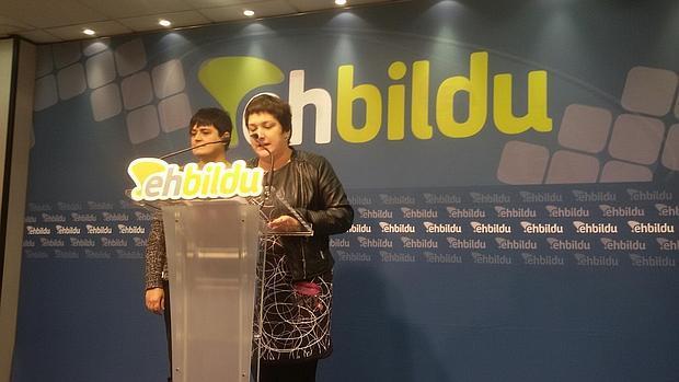 Las diputadas de Bildu, durante la rueda de prensa