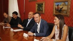 El tripartito de Elche exigirá el valenciano como requisito para ser funcionario interino