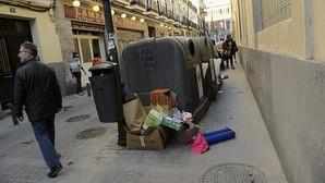 Basura en Madrid: Calles más limpias, contenedores llenos
