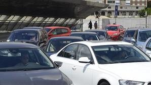 Carmena estudia restringir el aparcamiento en la parte alta de Alcalá, Arturo Soria y Puente de Vallecas