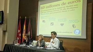Carmena y el PSOE pactan destinar 60 millones a los presupuestos participativos de Madrid
