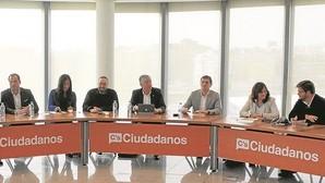 Ciudadanos: mano de hierro con Cifuentes en Madrid y de seda con Díaz en Andalucía