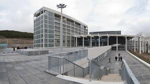 PP y oposición usan la comisión del hospital de Burgos para ver el «paseíllo» de Herrera y Tudanca
