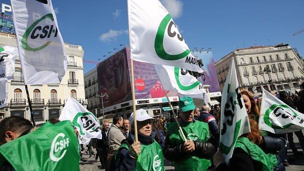 Decenas de policías protestan contra la supresión de las UCS y para relamar una solución a las Bescam