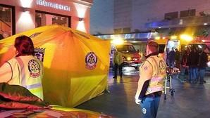 Un joven muere apuñalado y otro está herido grave en una batalla campal en Sol entre bandas latinas