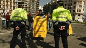 Carmena arranca el plan para convertir en policías a los agentes de Movilidad