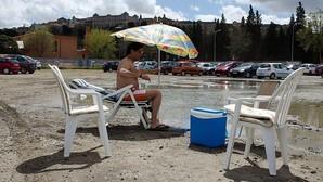 Día de playa en el aparcamiento de Santa Teresa