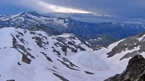 Zona del Ibón de Literola, donde se perdió el rastro del montañero el lunes por la tarde