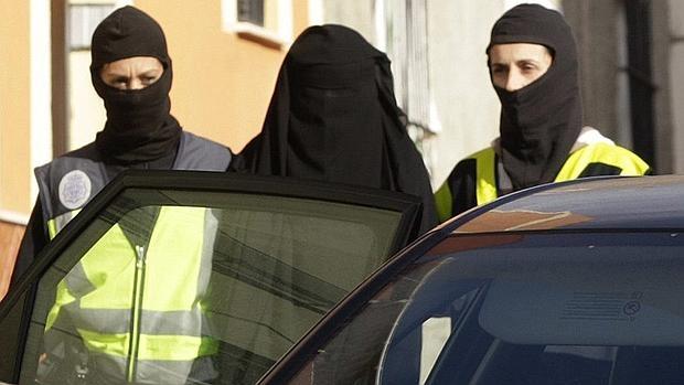 Una de las mujeres detenidas en Melilla el 23 de enero, vestida con «niqab»
