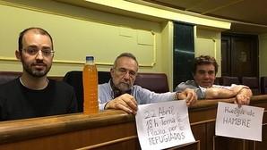 Cuatro diputados de Podemos se ponen en huelga de hambre en solidaridad con los refugiados