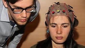 Una aplicación permite a discapacitados usar internet con su actividad cerebral