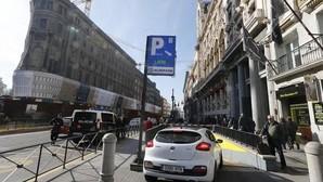 Carmena quiere transformar los aparcamientos públicos en parkings para residentes