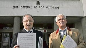 El juez bloquea las cuentas y los bienes de los líderes de Manos Limpias y Ausbanc