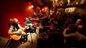 Barcelona activa la circular que permite música en vivo en todos los bares y restaurantes