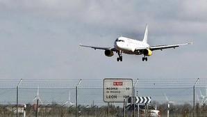Los vuelos estivales refuerzan las pistas de unos aeropuertos en remontada