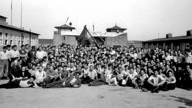 Presos españoles, una vez liberados. Alfonso Maeso, en primera fila, a la derecha, señalado con un círculo