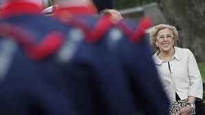 Vítores al Rey y abucheos a Carmena en el Día de las Fuerzas Armadas: «¡Vaya alcaldesa!»