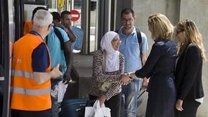 Llegan otros 45 refugiados de Grecia, entre ellos un bebé de un mes