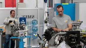 La incertidumbre política frena la inversión y la economía anota una «mínima» desaceleración hasta abril