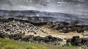 Extinguido el incendio de neumáticos de Seseña en la parte de Castilla-La Mancha