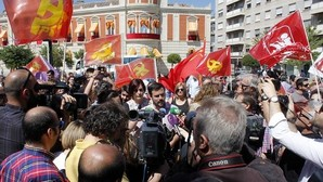 A Podemos no le gustan las banderas republicanas ni comunistas de IU en sus mítines