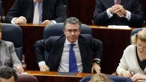 El juez ve «potentes indicios» de que Granados recibió dinero para financiar al PP de forma irregular