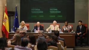 Fernández Díaz reclama a Podemos, IU, ERC y CDC que abandonen las «medias tintas» contra el terrorismo