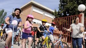 El Ayuntamiento respalda la campaña del Gómez Manrique «Cuida la naturaleza. ¡Monta en bicicleta!»