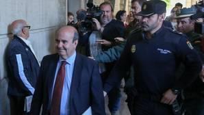 La juez recula y en 48 horas desimputa a Zarrías por las mordidas de los ERE