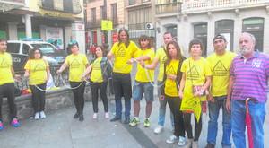 Se encadenan en la plaza de Zocodover para protestar contra el amianto