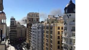 Desalojan un hotel y un cine de Gran Vía por un incendio
