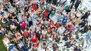 Los bomberos de Madrid organizan una fiesta con exhibición para los pacientes de Parapléjicos
