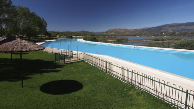 Un d a en la piscina de riosequillo la m s grande de la for Piscinas comunidad de madrid 2016