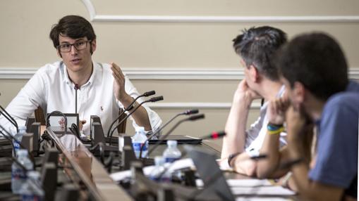 El asesor Luis Salom, ayer, durante su comparecencia en la comisión de investigación sobre Taula